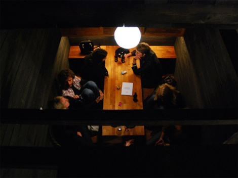 06h Dining-room-can-be-entered-by-six-persons