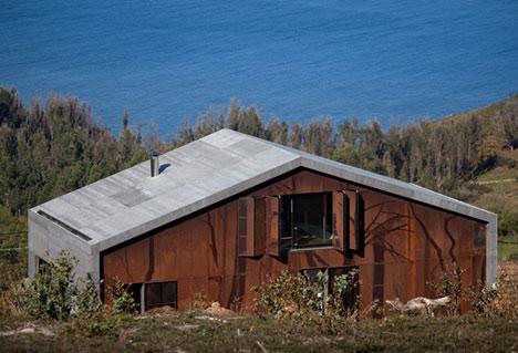 dzn_Prefab-House-in-Cedeira-by-MYCC-0