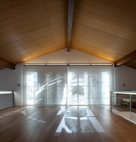 dzn_Prefab-House-in-Cedeira-by-MYCC-11