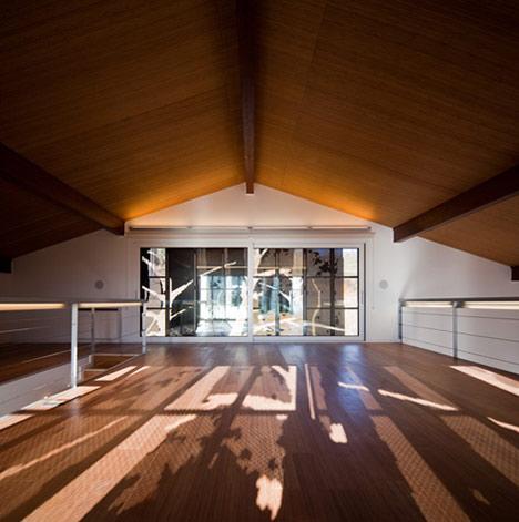 dzn_Prefab-House-in-Cedeira-by-MYCC-12