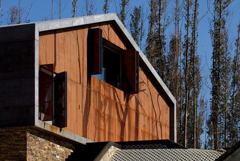 dzn_Prefab-House-in-Cedeira-by-MYCC-20