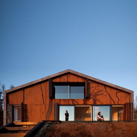 dzn_Prefab-House-in-Cedeira-by-MYCC-4