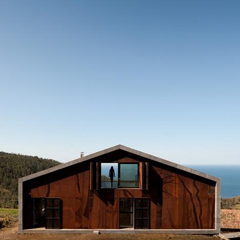dzn_Prefab-House-in-Cedeira-by-MYCC-5