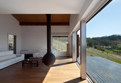 dzn_Prefab-House-in-Cedeira-by-MYCC-8