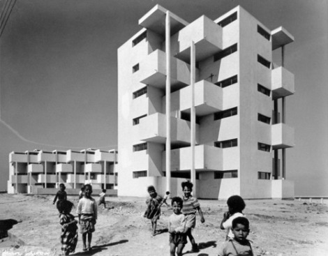 Children beside the Carriere Centrale housing developments in 1953. Source- Casa Memoire3