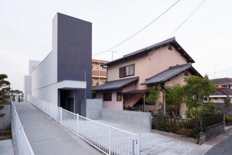 Promenade-House-By-Kouichi-Kimura-Architects-In-Shiga-Japan-yatzer-2
