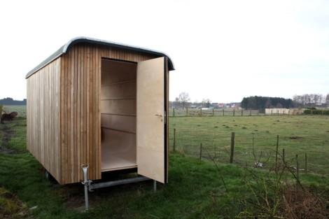 1aa_construction-trailer-transformed-into-small-dwelling-karel-verstraeten_007_04_-custom--1000x666