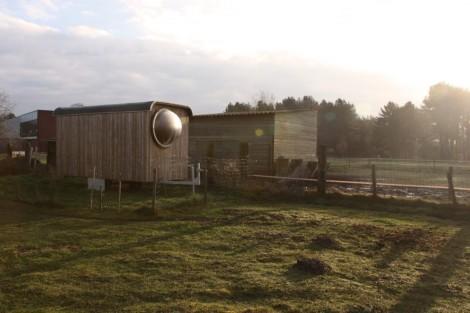 1ab_construction-trailer-transformed-into-small-dwelling-karel-verstraeten_007_06_-custom--1000x666