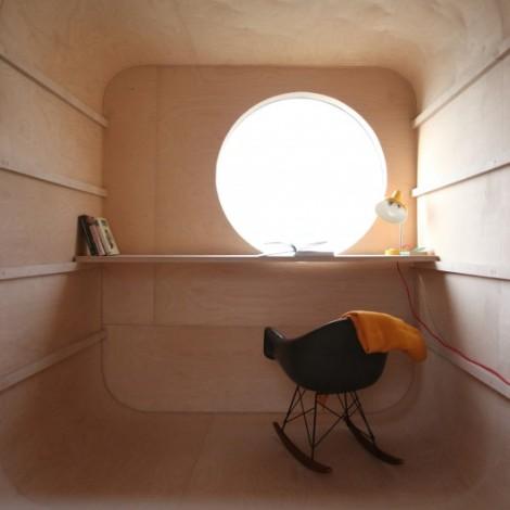 a9_construction-trailer-transformed-into-small-dwelling-karel-verstraeten_007_02_-custom--530x530